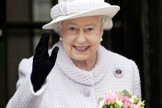 La reine Elizabeth II, âgée de 86 ans,... (PHOTO EDDIE MULHOLLAND, archives AFP)