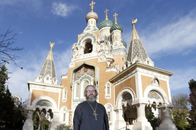 L'archiprêtre Nicolas Ozoline, recteur de la cathédrale orthodoxe... (PHOTO VALÉRY HACHÉ, AFP)