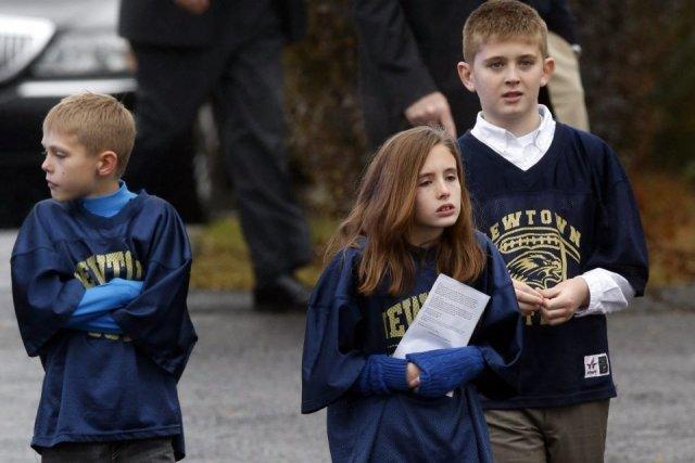 Des élèves assistent aux funérailles de Jack Pinto,... (Photo: Reuters)