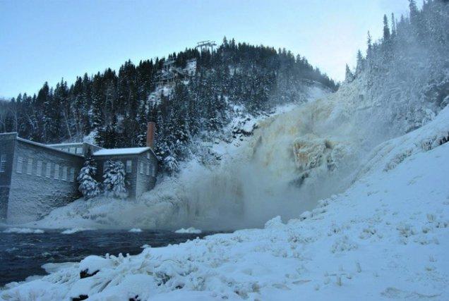 La chute Ouiatchouan à Val-Jalbert... (Photo courtoisie Pierre Leclerc)