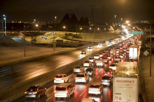 Le pont de Québec a été fermé dans... (Le Soleil, Steve Deschênes)