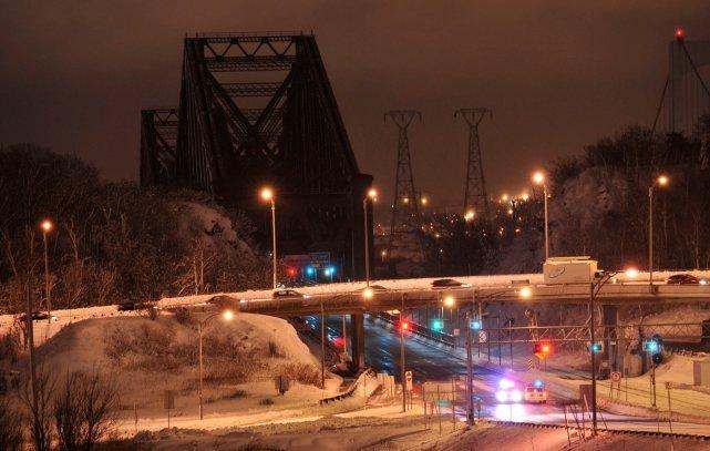 Mercredi, le pont a été fermé de façon... (Le Soleil, Steve Deschênes)