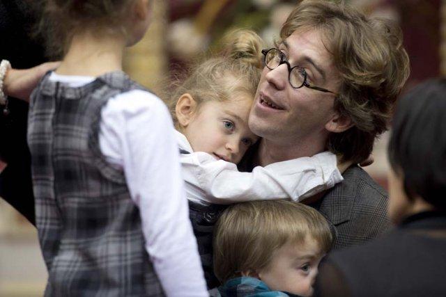 C'est en famille que le conteur-chanteur Fred Pellerin... (Photo: La Presse Canadienne)