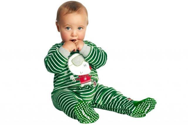 Pyjama une pièce en velours vert rayé et...
