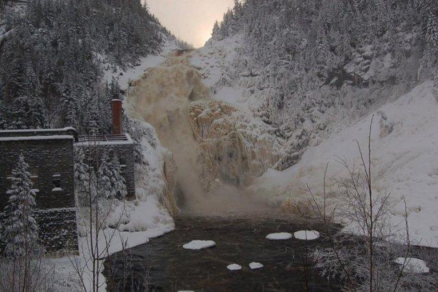 La rivière Ouiatchouan à Val-Jalbert....