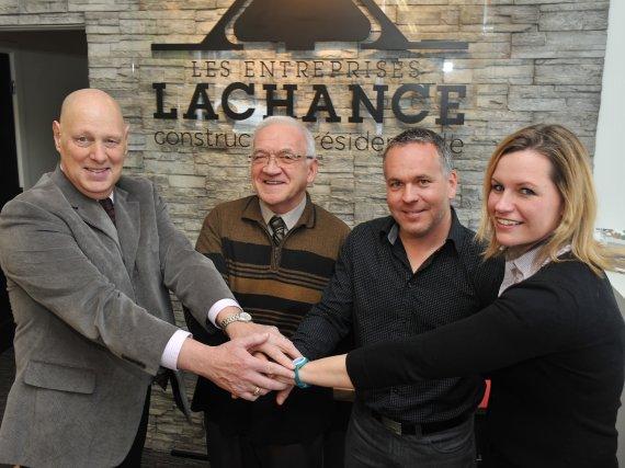Maurice Sammut, président de Moisson-Estrie, Léandre Lachance et... (Imacom, Maxime Picard)