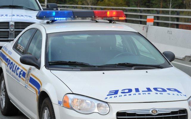 Un policier du Service de police de Sherbrooke s'est fait suspendre sans... (Archives La Tribune)