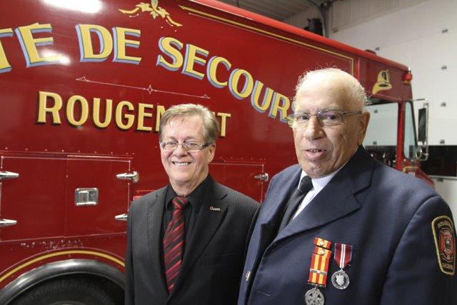 Le maire Alain Brière et le directeur ... (photo Stéphane Champagne)