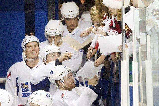 Les amateurs de hockey étaient heureux de retrouver... (Photo: Reuters)