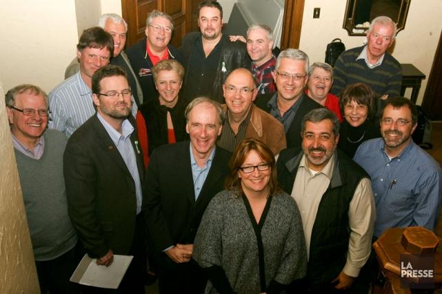 Le maire de Gatineau, Marc Bureau, entouré des... (Patrick Woodbury, Archives LeDroit)