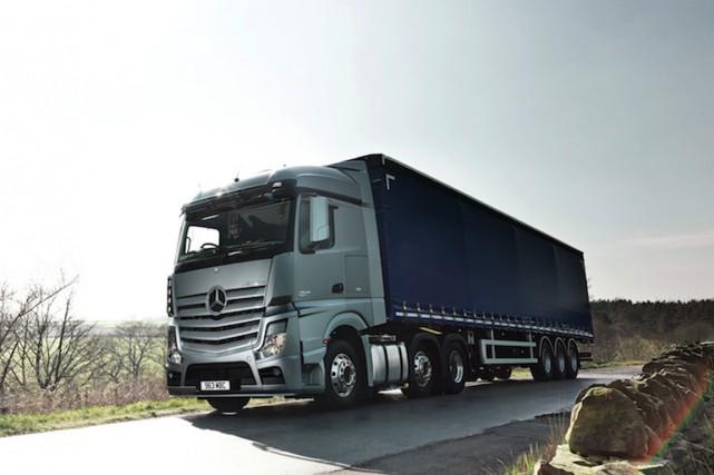 Le Mercedes-Benz Actros, un poids-lourd mu par un... (Photo fournie par Mercedes-Benz)