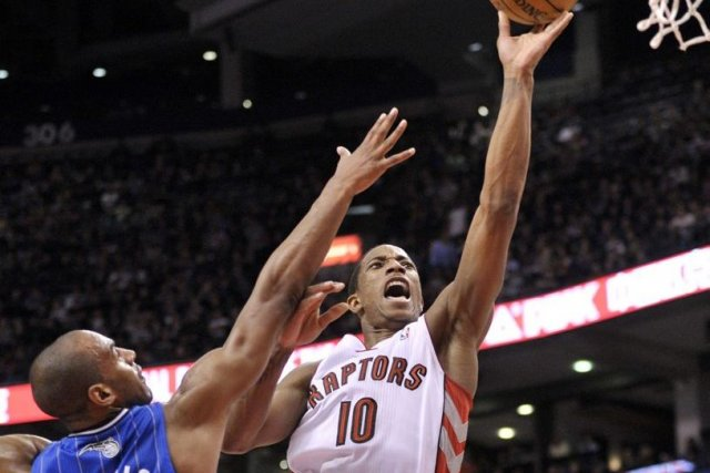 L'attaquant des Raptors DeMar DeRozan (10) contre le... (Photo Mike Cassese, Reuters)