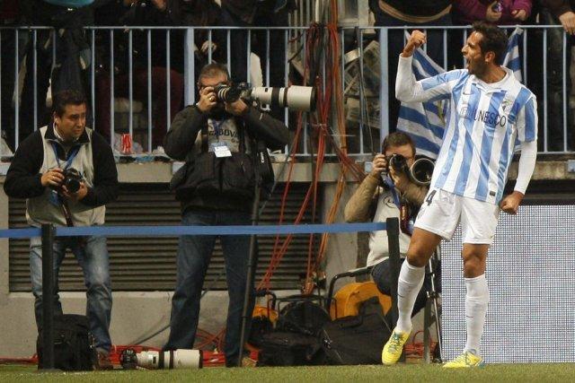 Roque Santa Cruz a marqué deux fois dans... (PHOTO JON NAZCA, REUTERS)