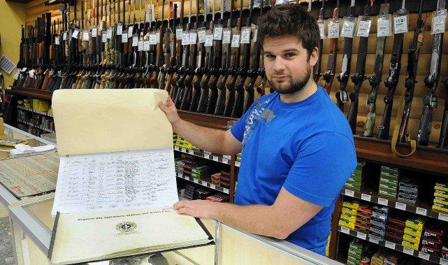 Encore aujourd'hui au Québec, toutes les armes vendues... ((Photo Jeannot Lévesque))