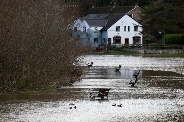 Un parc et une rue inondée à Ross-on-Wye,... (Photo: AP)
