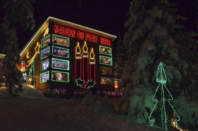 Avec toute la neige qui est tombée, le site de la Maison du père Noël est... (Photo Louis Potvin)