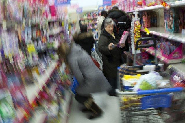 Magasinage de dernières minutes au Walmart de Saint-Léonard,... (Photo: Robert Skinner, La Presse)