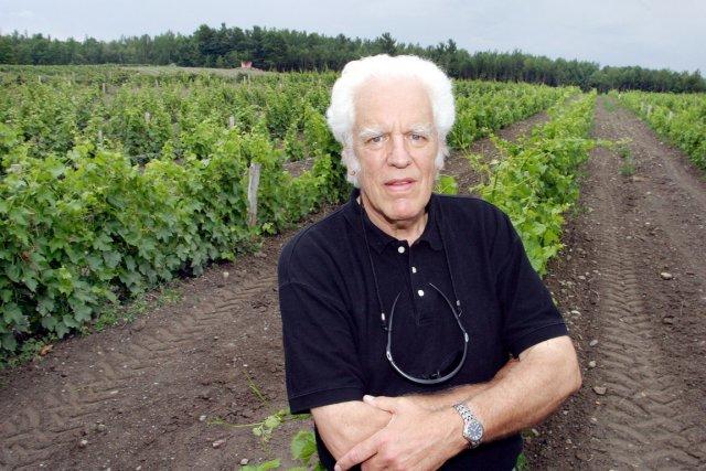 Jacques Papillon, propriétaire du vignoble Côtes d'Ardoise, à... (Photo : Stéphane Champagne)