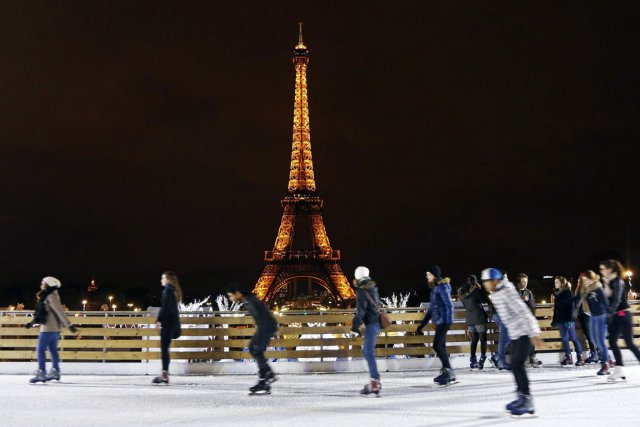 On peut aussi patiner devant la tour Eiffel,... (Photo : Reuters)