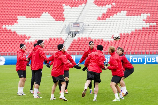 L'équipe canadienne a complété 2012 avec une fiche... (Photo Nathan Denette, La Presse Canadienne)