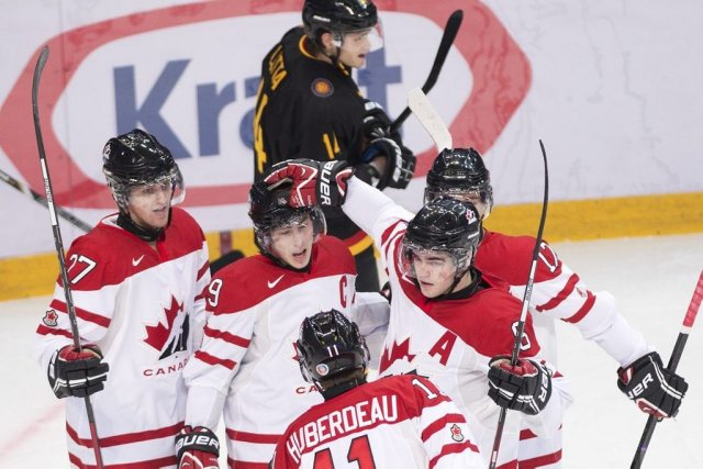 Le capitaine d'Équipe Canada junior, Ryan Nugent-Hopkins (au... (Photo Nathan Denette, La Presse Canadienne)