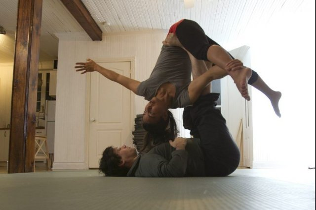 L'acroyoga, c'est du yoga acrobatique avec une pointe... (PHOTO OLIVIER JEAN, COLLABORATION SPECIALE)