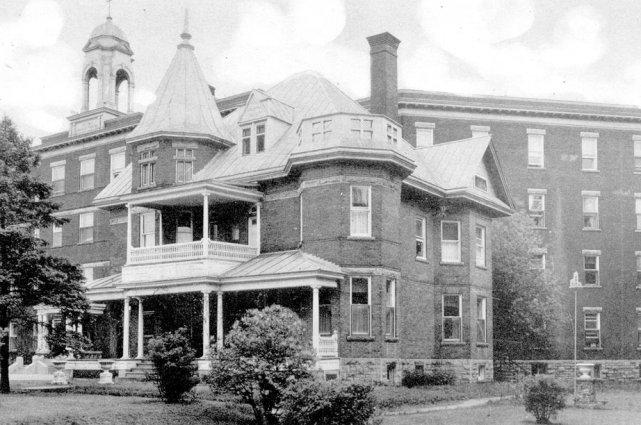 Le 25 décembre 1928, dans la nuit de Noël, un incendie ravage l'hôpital... (Archives, LeDroit)