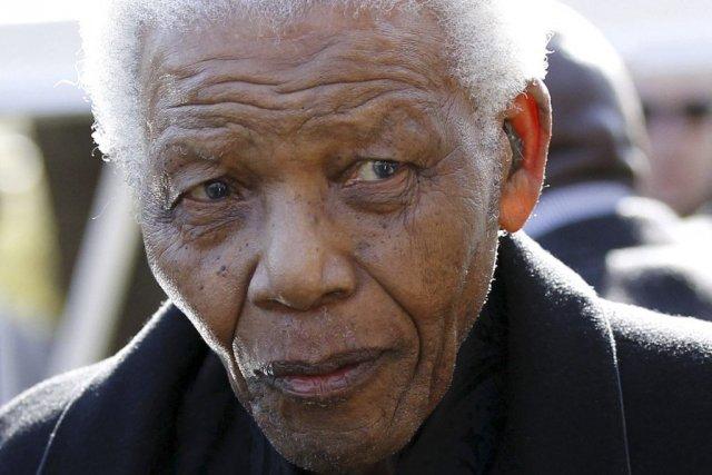 Nelson Mandela... (Photo archives AFP, SIPHIWE SIBEKO)
