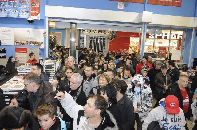 Après une pause d'une journée et demie, les consommateurs n'ont pas tardé à... (Photo Mariane St-Gelais)