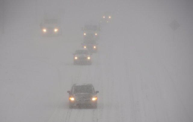 La visibilité était très mauvaise sur l'autoroute 40... (La Presse Canadienne)