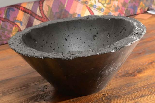 Un lavabo de béton de Lynda Raiche... (Le Soleil, Patrice Laroche)