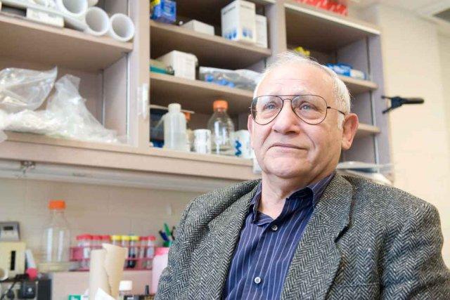 Le chercheur Édouard Khandjian, de l'Institut de santé... (Le Soleil, Steve Deschênes)