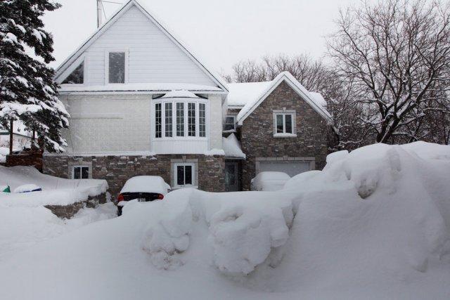 Toute la neige de l'impasse Cameron est poussée... (Étienne Ranger, LeDroit)