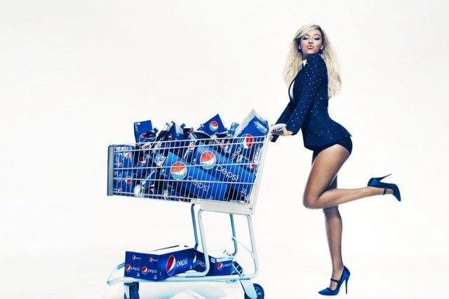 Pepsi a annoncé vendredi que 100 personnes accompagneraient... (Photo Patrick Demarchelier, Associated Press)