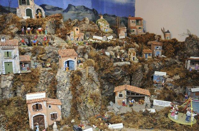 Le sous-sol de la petite église de Rivière-Éternité regorge de crèches depuis... (Photo Mariane St-Gelais)