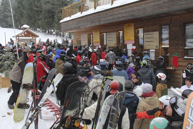 Les 39 centimètres de neige reçus jeudi au... (photo Janick Marois)