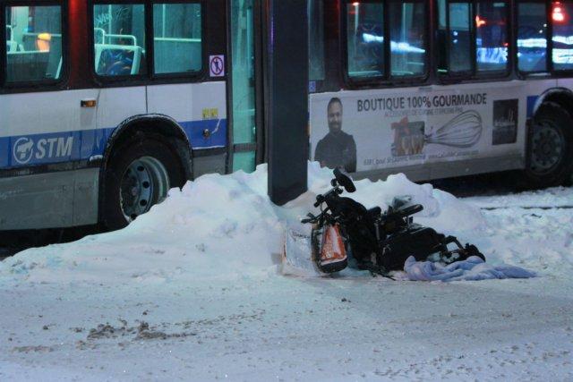 Un homme en fauteuil roulant a été heurté... (Photo Félix-Olivier Jacques Fournier, collaboration spéciale)