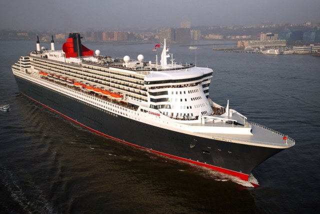 Le navire Queen Mary 2, où des mesures ont... (PHOTO ARCHIVES AFP)