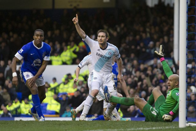 Frank Lampard a marqué les deux buts de... (Photo : Jon Super, AP)
