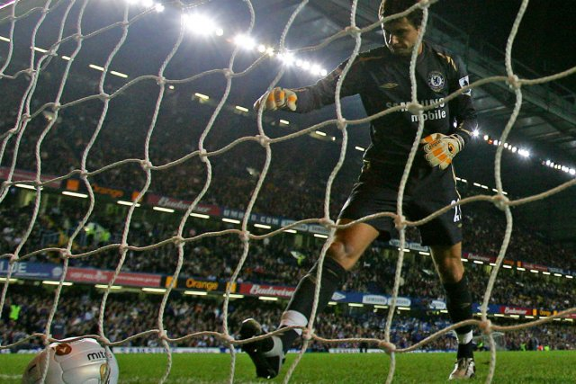 Carlo Cudicini... (Photo Mike Finn-Kelcey, Reuters)