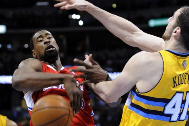 DeAndre Jordan des Clippers se fait arracher le... (Photo Jack Dempsey, Associated Press)