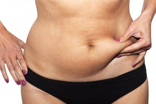 La plupart des personnes retirent un ou deux kilos lorsqu'on leur demande leur... (PHOTO SHUTTERSTOCK)