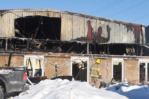 Des pompiers ont découvert des indices dans les... (PATRICK WOODBURY, LeDroit)