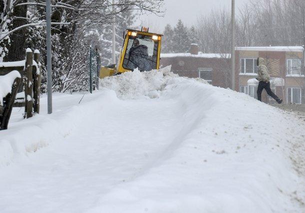 Les traces de la dernière tempête de neige toujours présentes dans les rues de... (IMACOM, Jocelyn Riendeau)