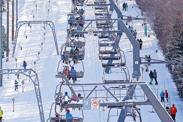 Les skieurs étaient très nombreux sur les pentes... (Le Soleil, Yan Doublet)