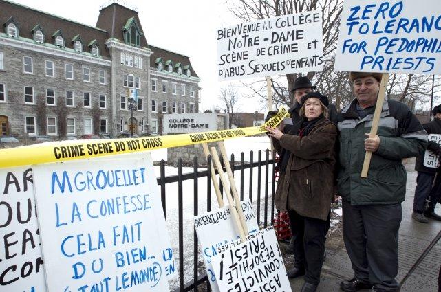 Une manifestation devant le collège Notre-Dame en 2010.... (Photo archives La Presse)