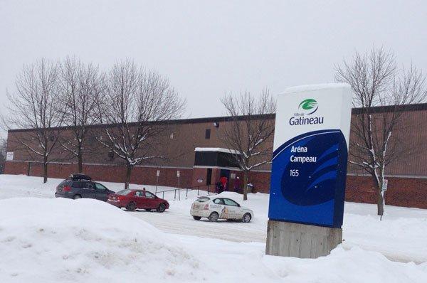 L'aréna Campeau, dans l'est de Gatineau, a été évacué jeudi matin en raison... (Patrick Woodbury, LeDroit)