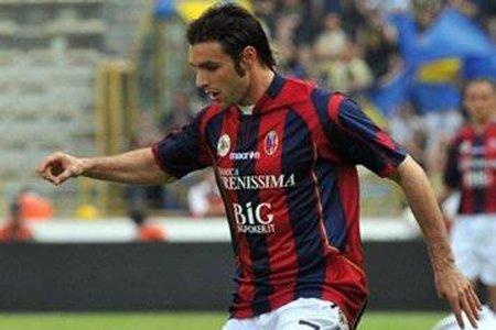 Andrea Pisanu devient le deuxième joueur du FC... (Photo tirée du site du FC Bologne)