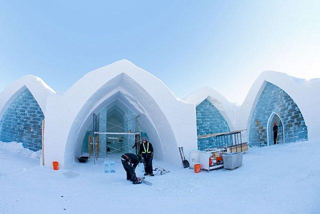 L'Hôtel de Glace 2013 en construction... (Le Soleil, Yan Doublet)