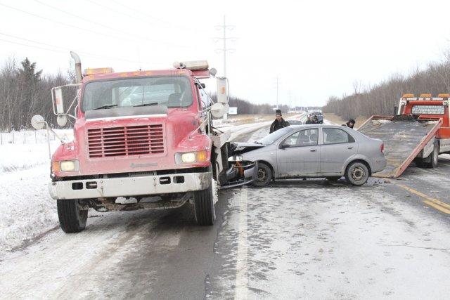 Une des voitures impliquées dans l'accident a percuté... (photo Janick Marois)